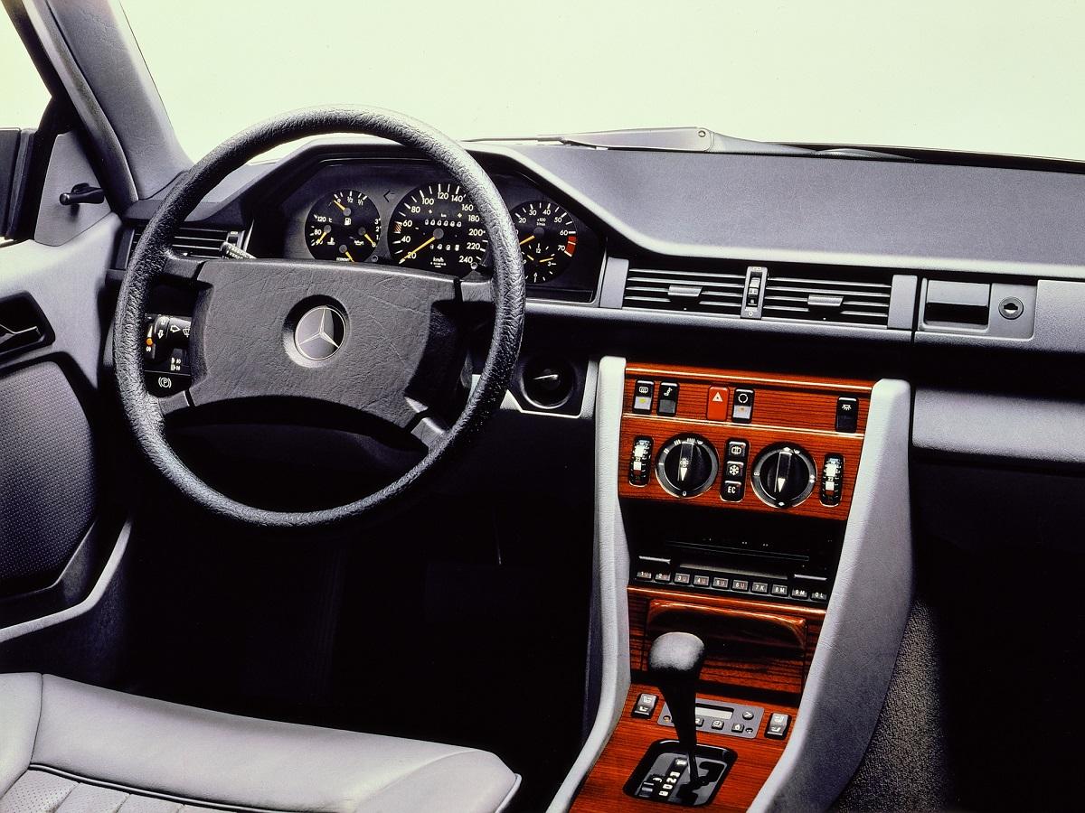 Mercedes W124 wnętrze