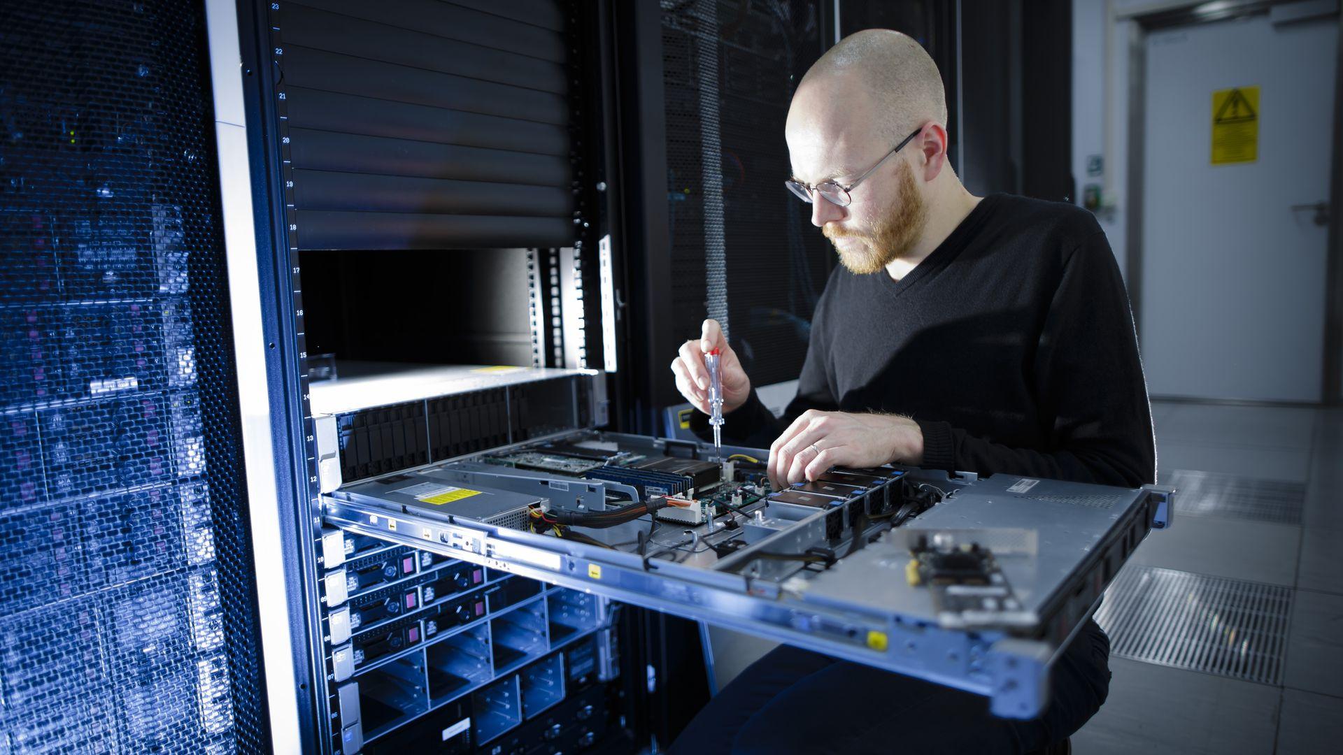 Jaki hosting wybrać? Serwer dedykowany czy warto?