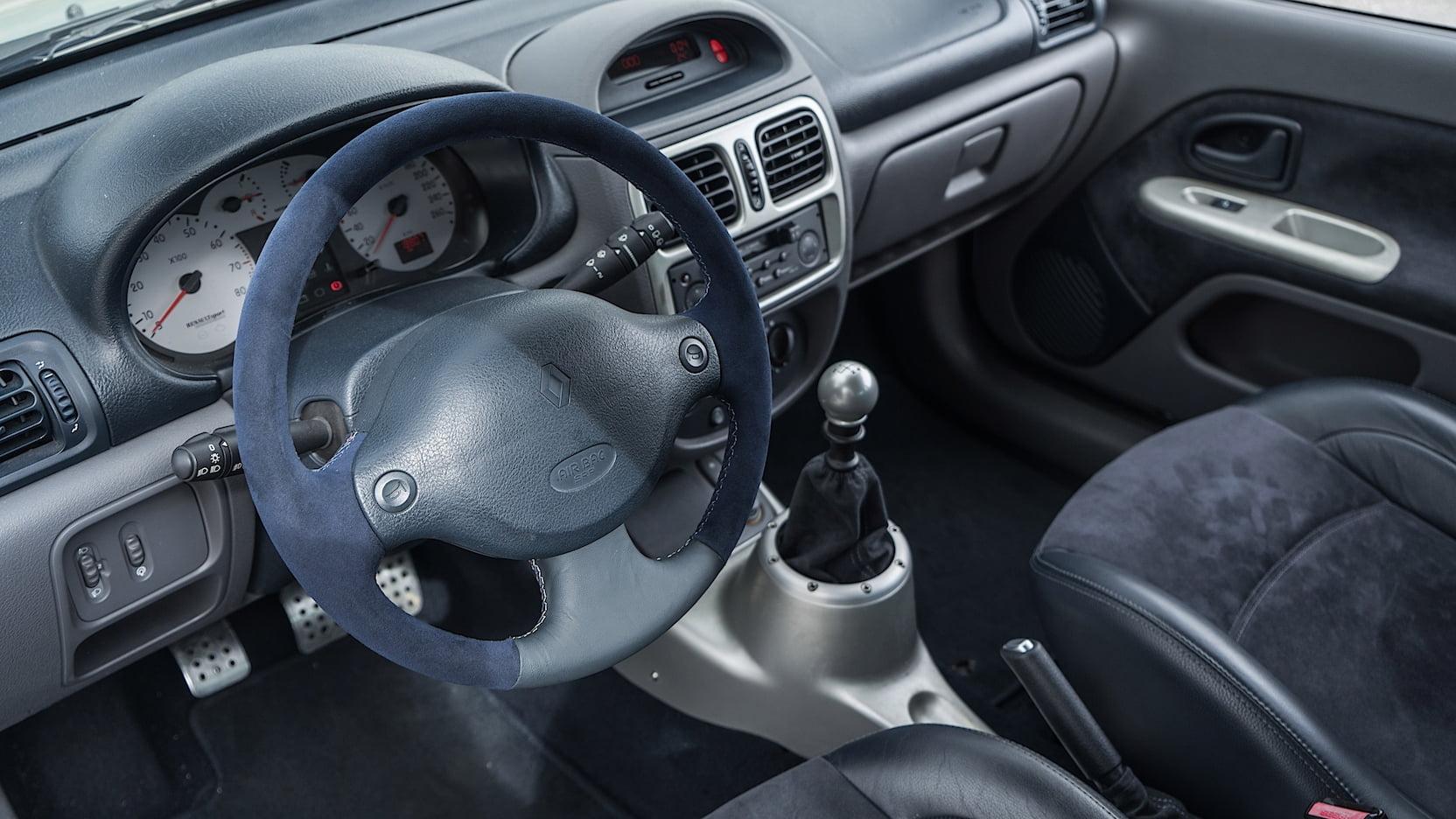 Renault Clio V6 wnętrze