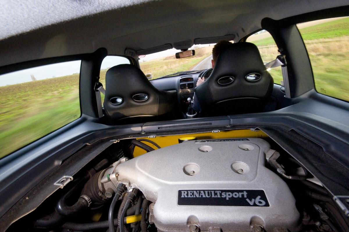 Clio V6 silnik